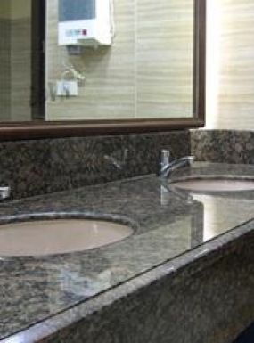 BalticBrownGranite_bathroom_380x255