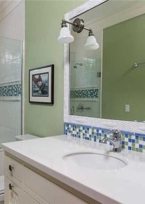 cottage-3-4-bathroom-with-crown-molding-i_g-IS9hrxghcz9scc0000000000-ySFcp