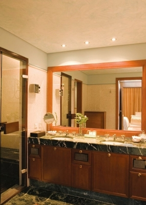 grand_villa_sea_view_private_heated_pool_bathroom